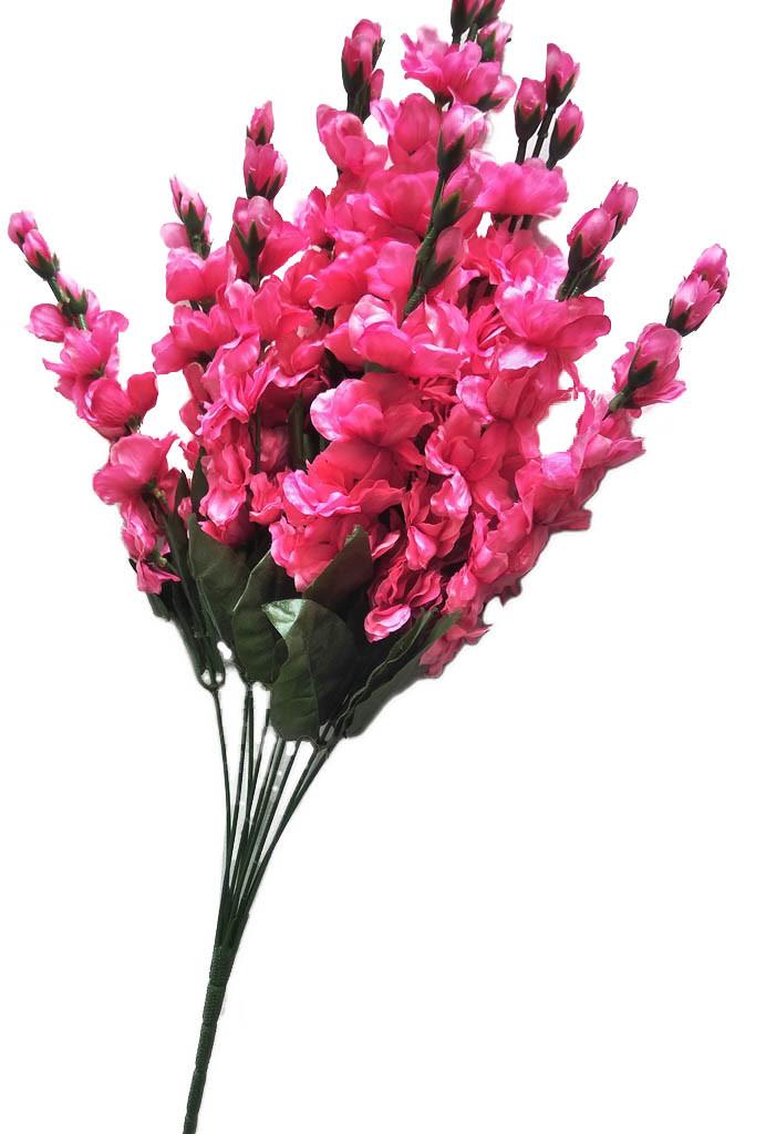 Ветка цветущей яблони розовая