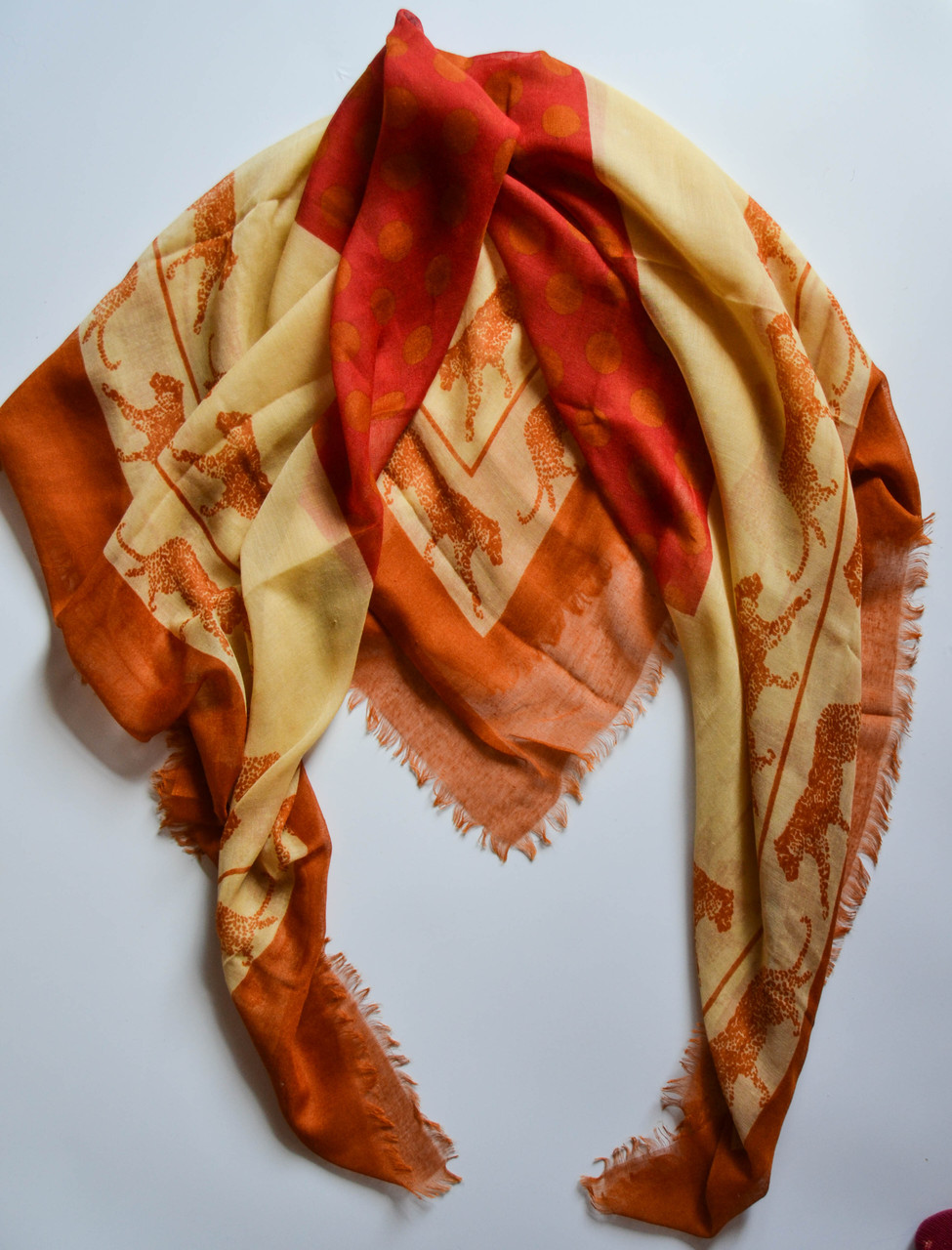57f6ac9589c0 Стильный легкий женский платок с принтом оранжевого цвета - Bigl.ua