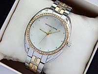 Женские наручные часы копия Michael Kors серебро-золотого, стразы вокруг циферблата и на браслете, фото 1