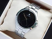 Наручные часы Gucci серебристого цвета с черным циферблатом
