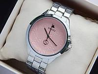 Наручные часы Gucci серебристого цвета с розовым циферблатом