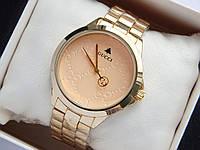 Наручний годинник Gucci золотого кольору з візерунком на циферблаті, фото 1