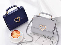Элегантная женская сумка сундучок с сердечками