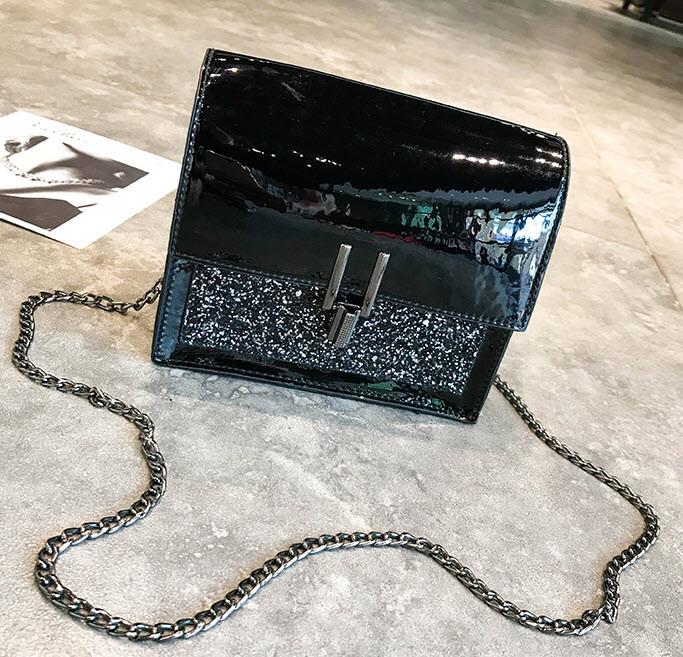 Отличная голографическая сумка сундук на цепочке
