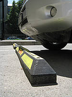 Колесоотбойник резиновый 1800, парковка автомобиля