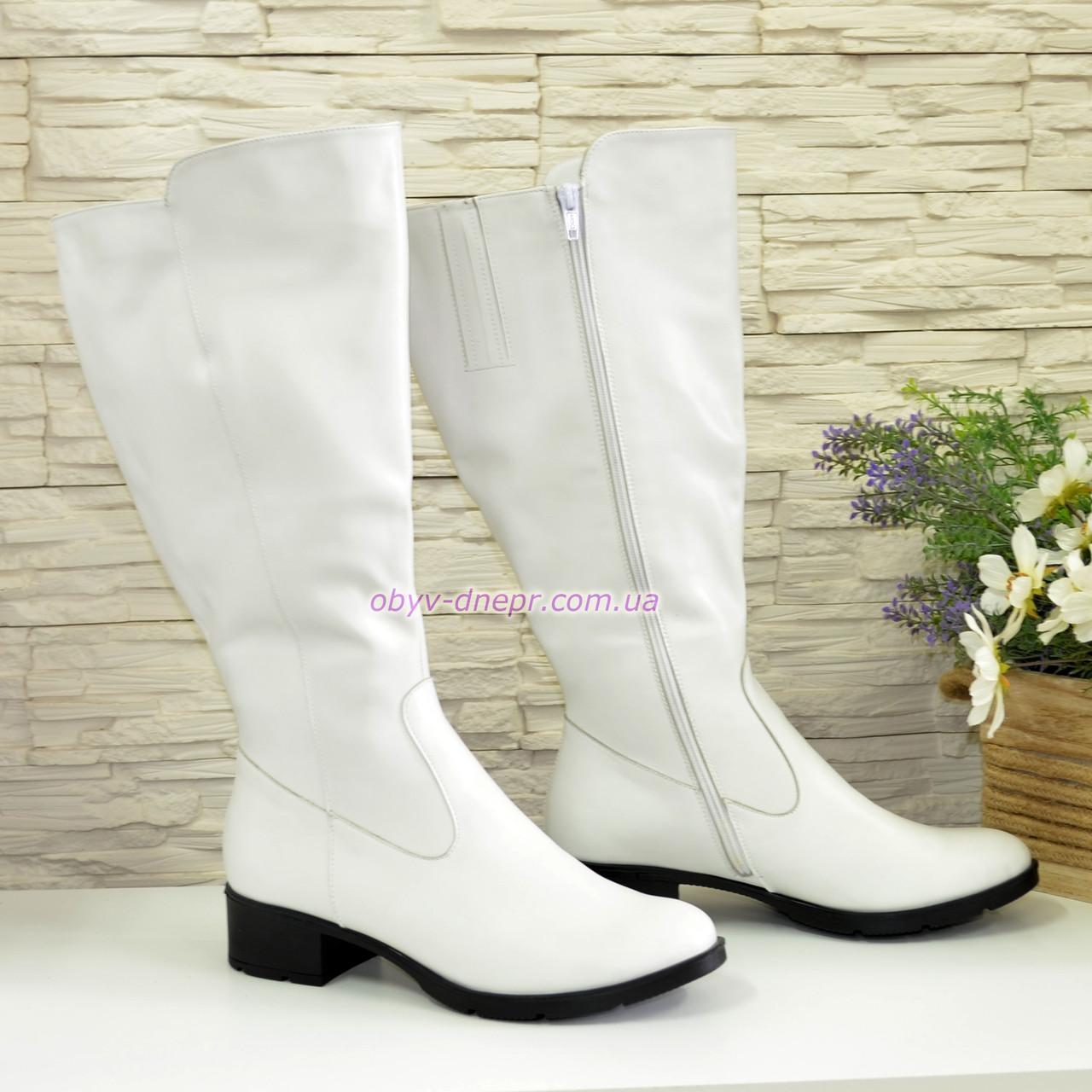 Сапоги женские кожаные на невысоком каблуке, цвет белый. Батал!