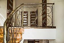 Кованые перила на лестнице с забежными ступенями, фото 2