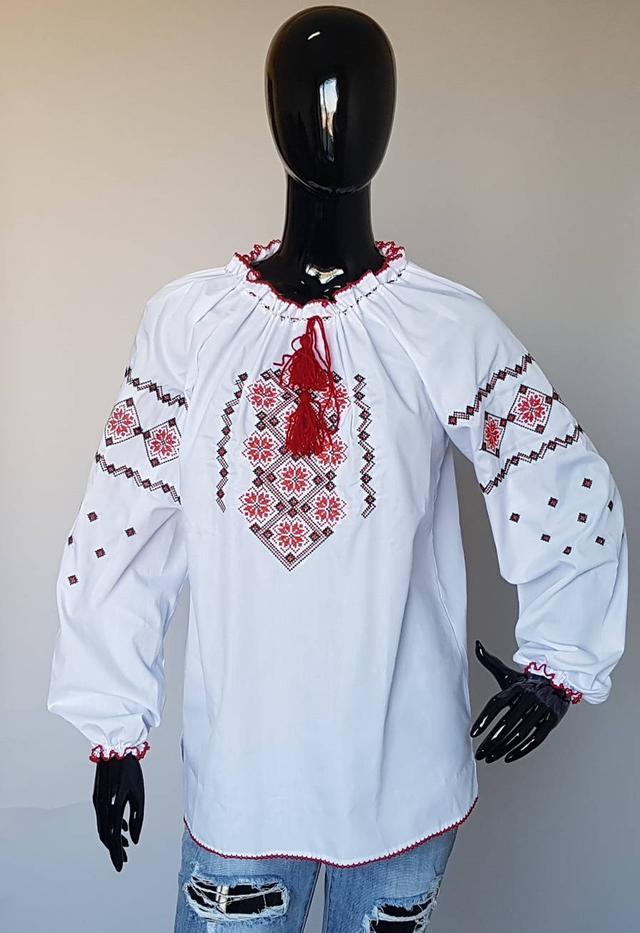 фотография женская вышиванка с длинными рукавами