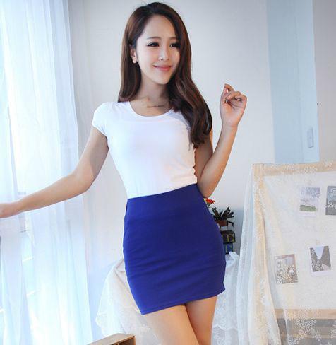 Стильная короткая юбка однотонная синяя