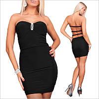 Черное платье-бандо с украшением