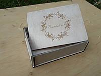 Дерев'яна коробочка для фотографій