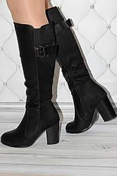 Женские сапоги черного цвета на каблуке