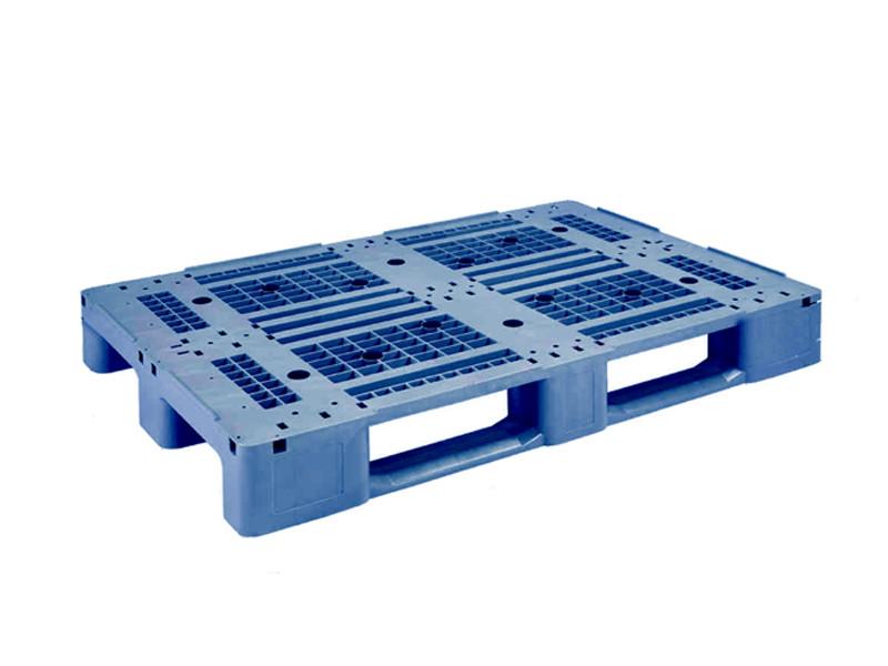 Паллета пластиковая стеллажная гигиеническая IPL-1208 на полозьях