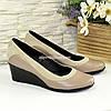 Женские классические туфли на невысокой танкетке, из натуральной кожи и замши
