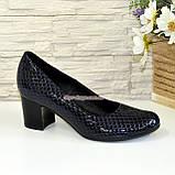 """Туфли женские на невысоком каблуке, из натуральной синей кожи """" крокодил"""", фото 2"""