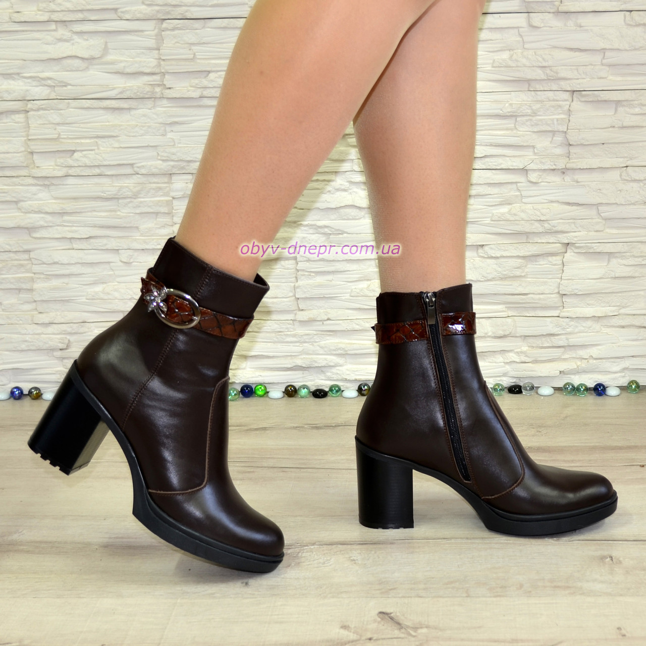 """Женские кожаные демисезонные ботинки, декорированы ремешком из натуральной кожи """"крокодил"""""""