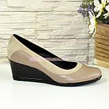 Женские классические туфли на невысокой танкетке, из натуральной кожи и замши, фото 2