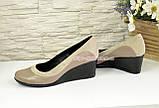 Женские классические туфли на невысокой танкетке, из натуральной кожи и замши, фото 4