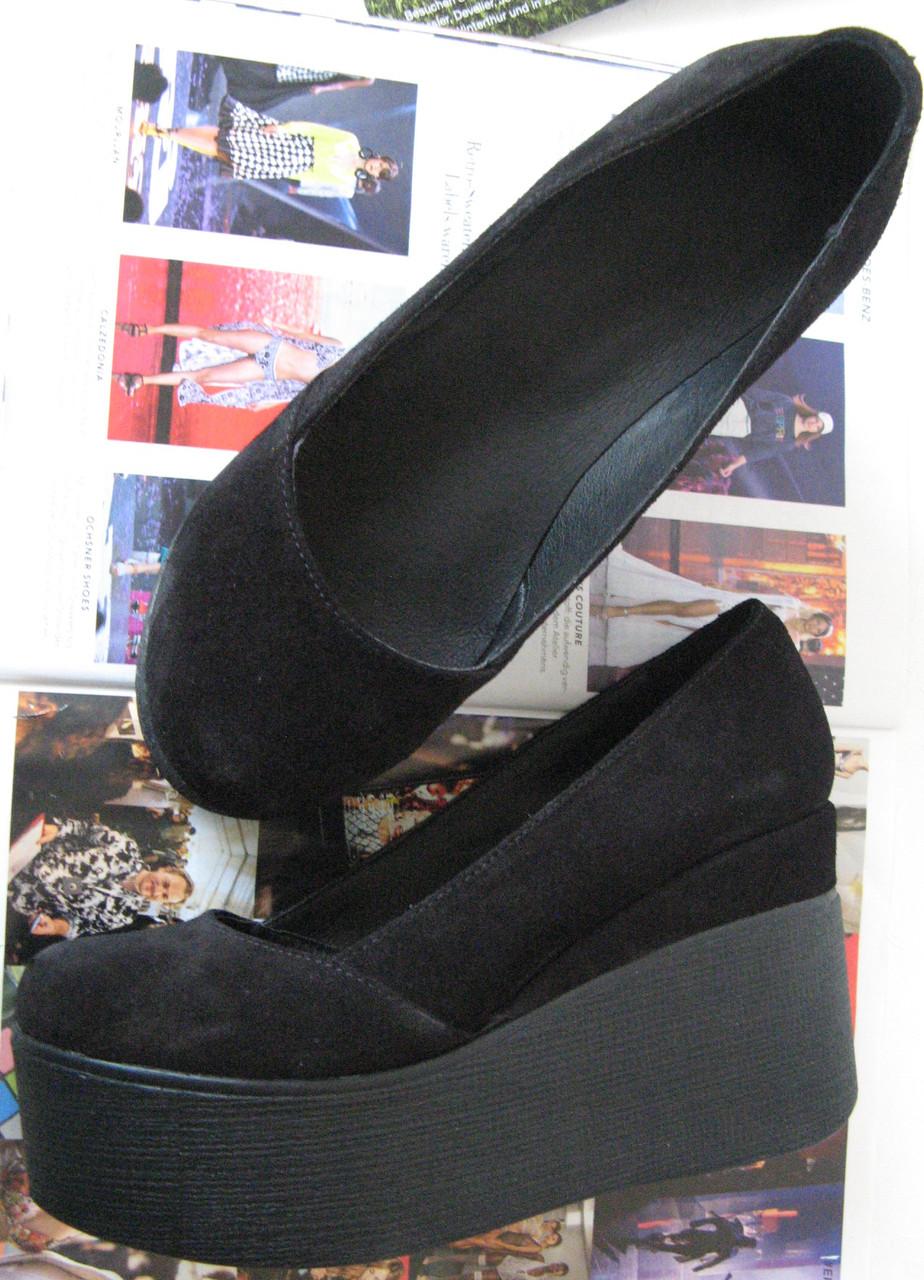 3177a1a74 Стильные туфли женские платформа на танкетке натуральная замша цвет черный