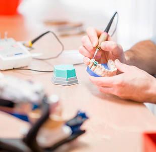 Зуботехнические материалы и оборудование