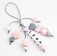"""Брелок с именем вашего ребенка на детский рюкзачок """"Розовый Енотик Лера"""", фото 1"""