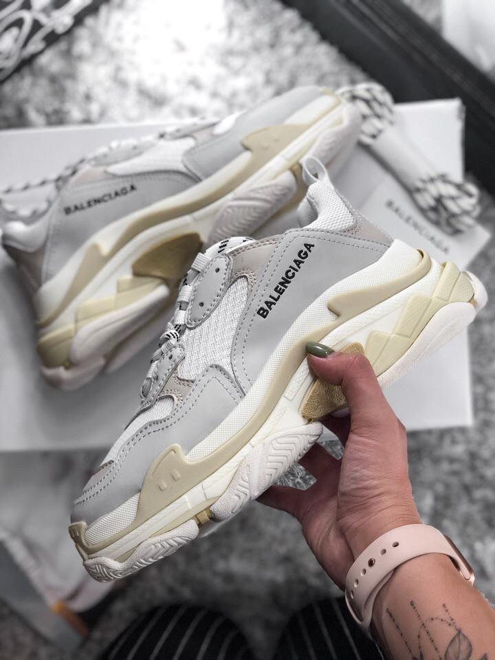 Женские кроссовки Balenciaga Triple S White Gray. Живое фото (Реплика ААА+)