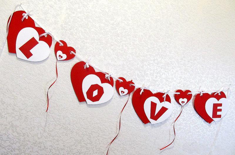 Гирлянда Bonita LOVE  объемная красно-белая  120 см