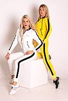 Костюм жіночий спортивний (кофта на блискавці,капюшон,кишені на блискавці,камені,лампаси)жовтий і молочний