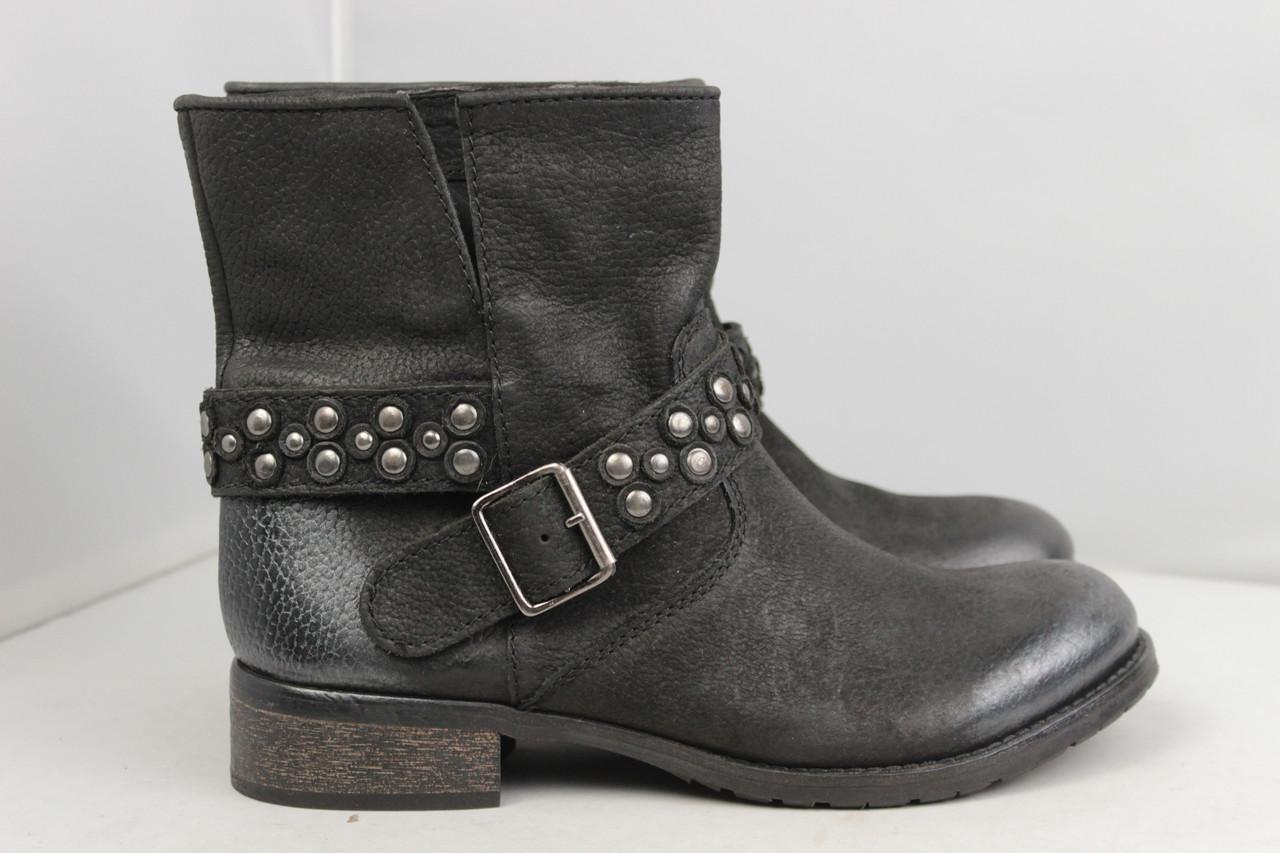 Женские кожаные ботинки Bata