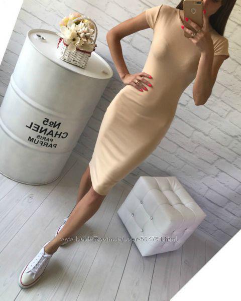 Телесное платье обтягивающее по фигуре средней длины с коротким рукавом из трикотажа Миди Бежевое
