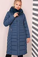 Длинное лаконичное пальто полуприталенного фасона.