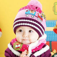 Детская вязаная розовая шапка и хомут