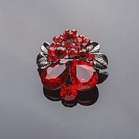 """Брошь серебристая """"Цветочки-ягодки"""" красные кристаллы 3,5*4см"""