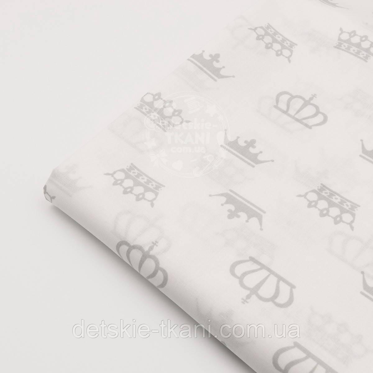 Отрез ткани №179а с серыми коронами на белом фоне размер 60*160