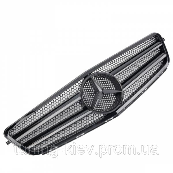 Решетка радиатора Mercedes W204 стиль AMG глянцевая с полосками и черной звездой