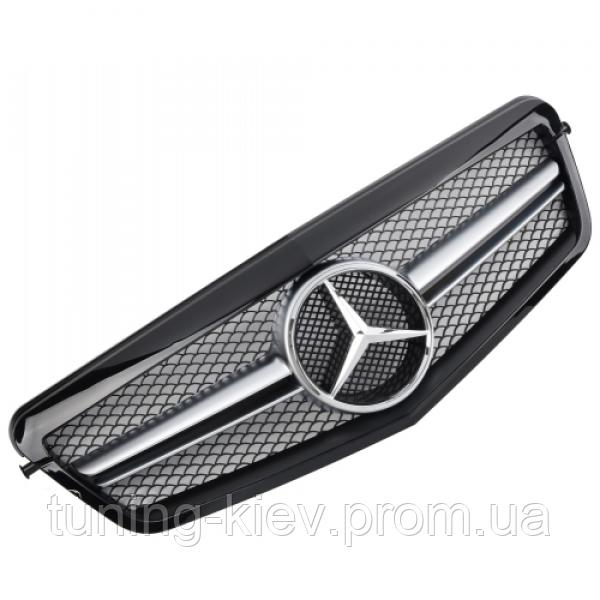 Решетка радиатора Mercedes W212 стиль AMG дорест. черная глянцевая