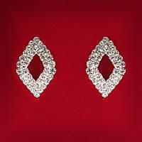 [25x17 мм] Серьги женские белые стразы светлый металл свадебные вечерние гвоздики (пусеты ) ромбик с серединкой средние