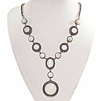 Колье с Перламутром в металле под серебро, камни разной формы 10,12,18,25мм, длина 50см