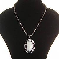Кулон на цепочке Перламутр крупный темно серый металл со стразами овальная оправа 50х38мм L-46-54см полосатая