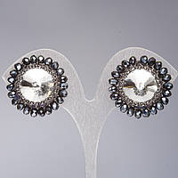 Клипсы Элит ручной работы с белыми кристаллом Риволи в оправе из черных бусин d-2,8см