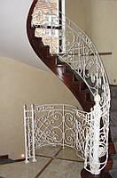 Кованые перила радиусной лестницы