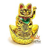 Кошка Манэки-нэко машущая лапой на чаше 9,5 см