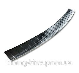 Накладка на бампер с загибом и ребрами Skoda Superb III Kombi (черная)