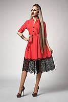 Красивое женское платье с поясом кораллового цвета