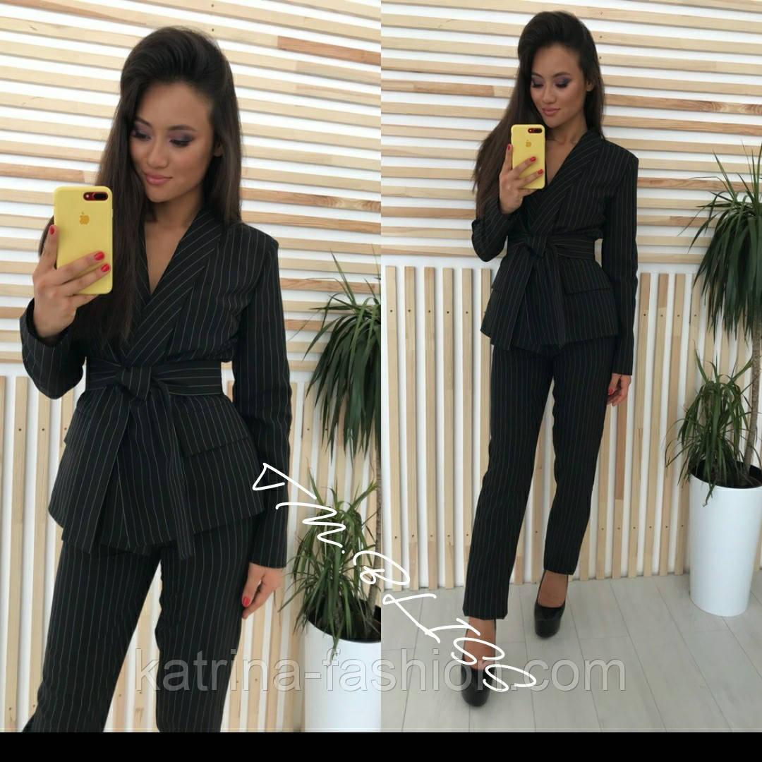 Женский брючный костюм: пиджак с поясом и брюки