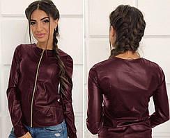 Женская куртка изготовлена из мягкой эко кожи