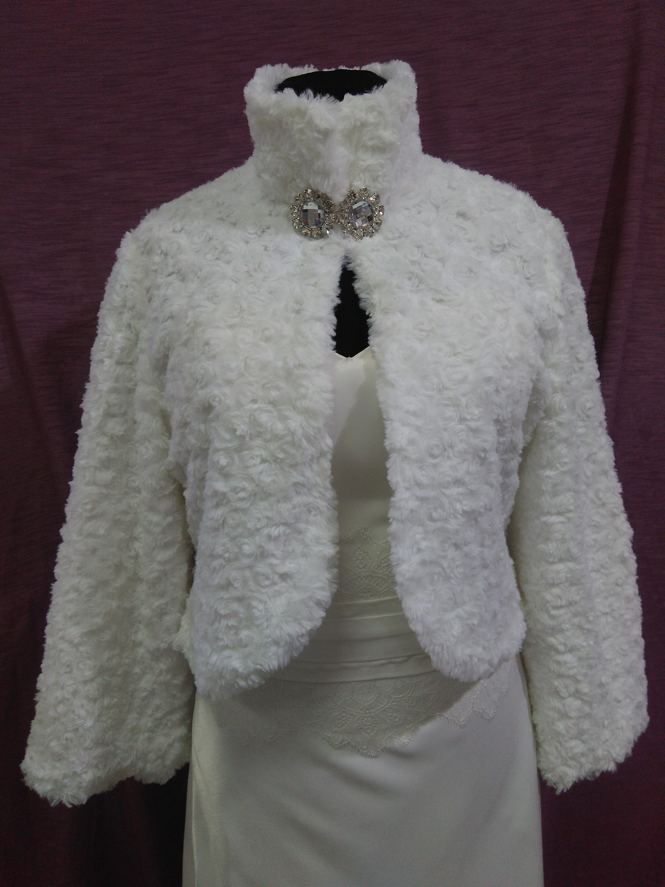 Свадебная шубка из искусственного меха белая барашек размеры 52-56