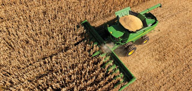 Фото сбора кукурузы комбайном серии STS