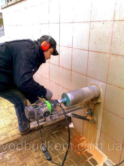 Свердління отворів під санітарно-технічні комунікації безударним методом