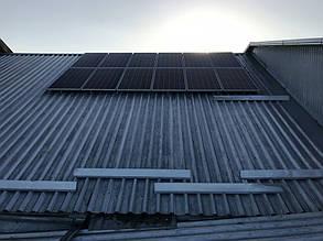 "Первые два ряда панелей ""Райзен"" на крыше дома."